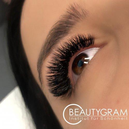 Wimpernverlängerung Wimpernverdichtung Adriana Herman Lübeck Beautygram Beauty Studio